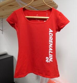 Naisten t-paita painatuksella
