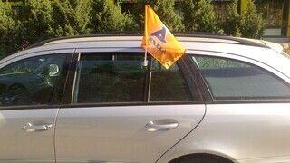 Alexela lippu auton ikkunaan