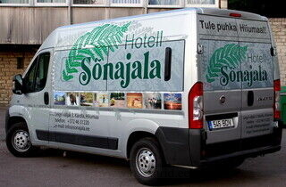 Hotell Sõnajala kaubiku reklaamkleebised
