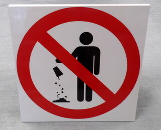Varoituskyltti roskan eraominen kielletty